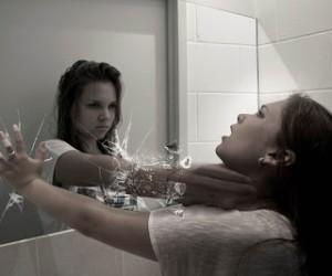 Занавешенное зеркало
