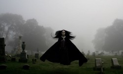 Девушка с кладбища
